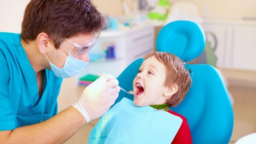 zalivanje-fisura-mlecnih-zuba