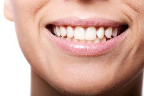 kako-izbeliti-zube-hidrogenom-efekat